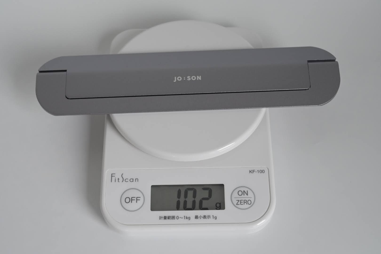 重さは102g